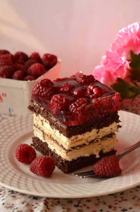 Ciasto Balladyna – z malinami, masą serową i galaretką